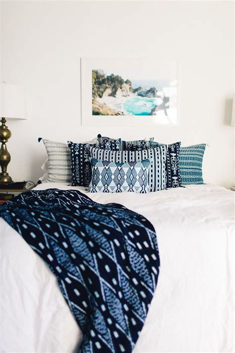 white comforter with blue accents 25 best ideas about indigo bedroom on pinterest blue