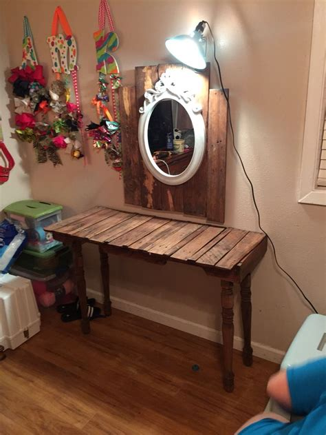 how to get lipstick out of couch 25 best ideas about pallet vanity on pinterest pallet