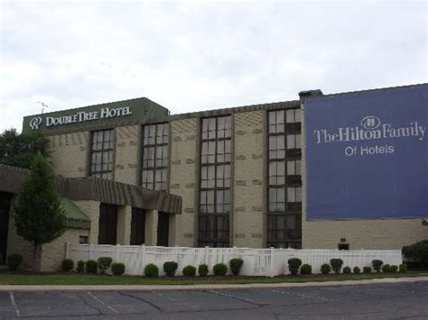 hton inn detroit guest room work area picture of doubletree by