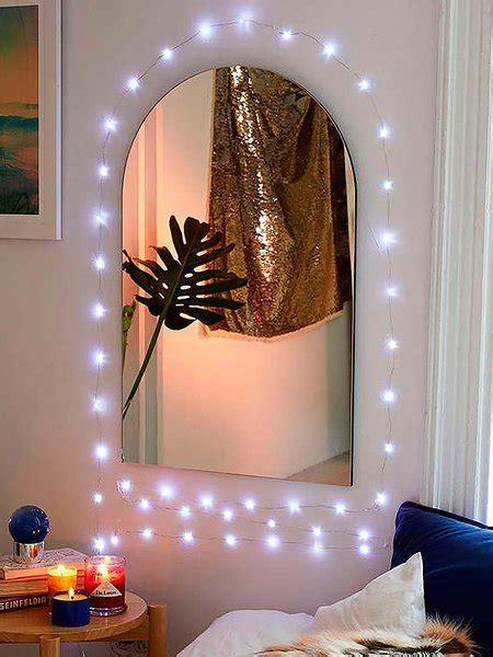 decorar un espejo para navidad 24 ideas para decorar tu casa entera con guirnaldas de