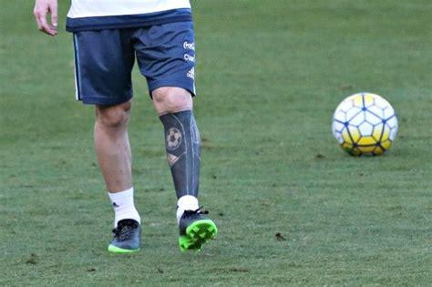tattoo messi braccio il nuovo tatuaggio di messi un calzettone sulla pelle