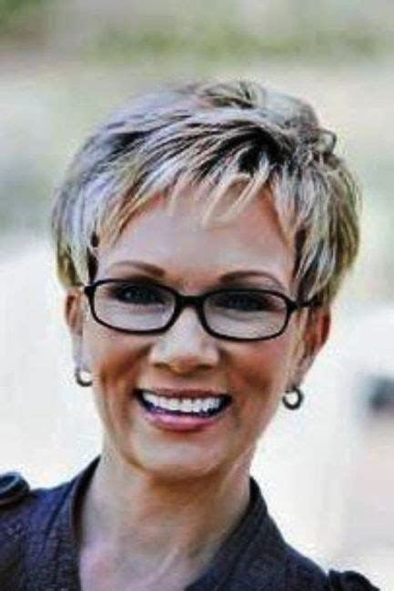 hairstyles for 60 with glasses