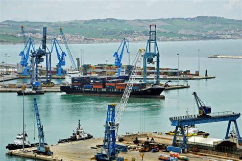 capitaneria di porto di ancona nel porto di ancona primo sdoganamento merce a mare