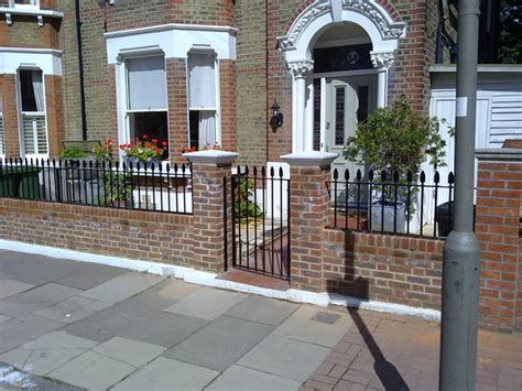 Garden Wall Railings Garden Wall With Railings For Small House