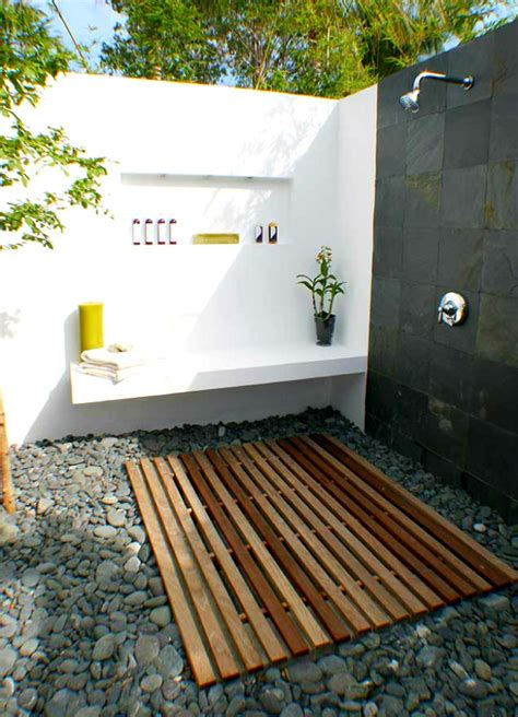 simple luxuries  killer outdoor showers
