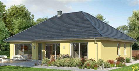 Moderne Bungalows Mit Walmdach massiver bungalow mit walmdach ytong bausatzhaus