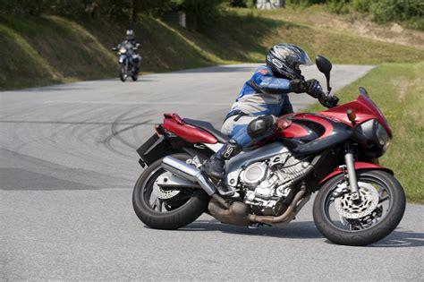 Motorrad Fahrsicherheitstraining Ohne Motorrad by Schr 228 Glagentraining Meuser Motorradtraining Sicher Mit