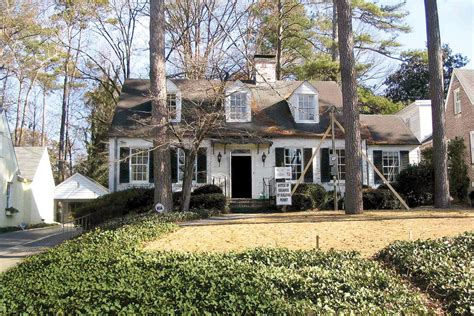 decorating a cape cod style home cape cod cottage before exterior makeovers before and