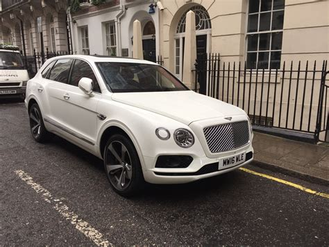 2017 bentley bentayga white bentley bentayga white 2016 rent it in uk luxury