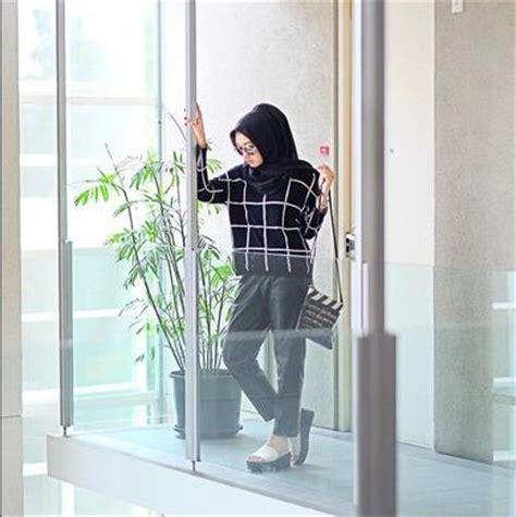 tutorial berhijab monocrom inspirasi ootd dan jilbab monochrome simple tutorial hijab