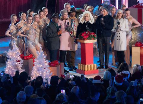performers for the christmas tree rockefeller annual rockefeller center tree lighting included performances by carey