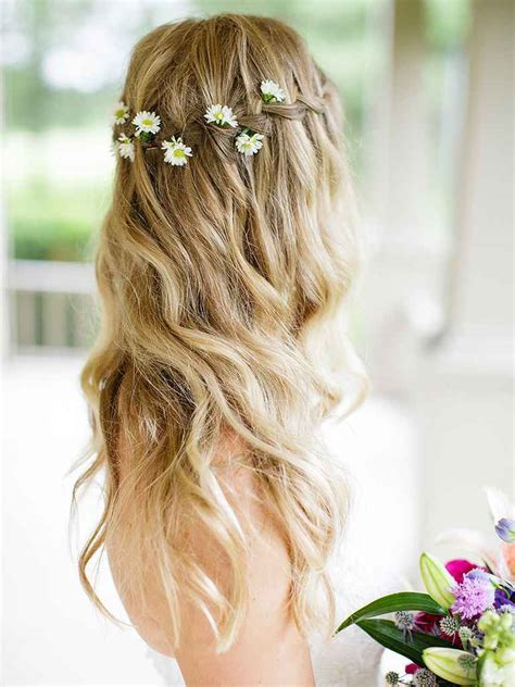 Wedding Hairstyles With Flowers by 17 Wedding Hairstyles For Hair With Flowers