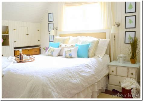 beach themed bedroom beach cottage bedroom makeover diy