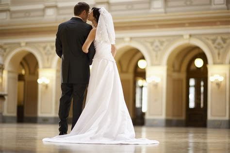 gifts to give to married couples new wedding gift etiquette what you need to before you send a present lakeside