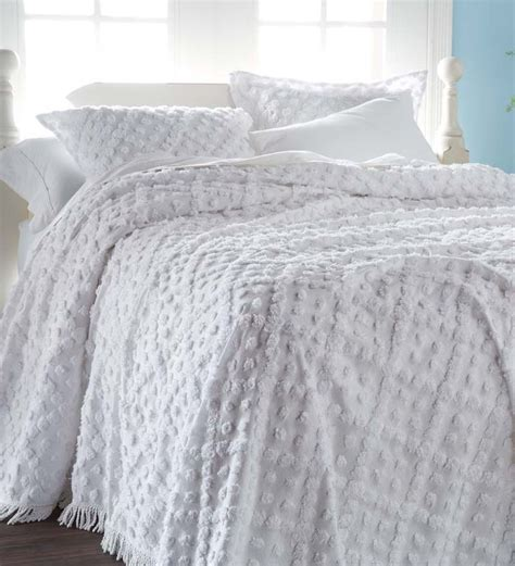 chenille comforter 25 best ideas about chenille bedspread on pinterest