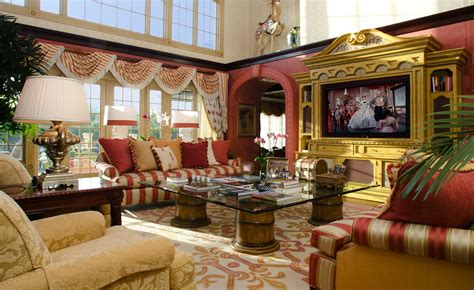 How To Decorate A Traditional Home Stunning Traditional Interior Design Without It Looks Dull Leather Sofa Traditional