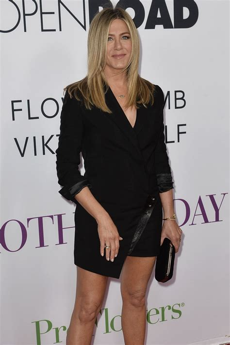 s day premieres 2016 aniston mother s day world premiere in los