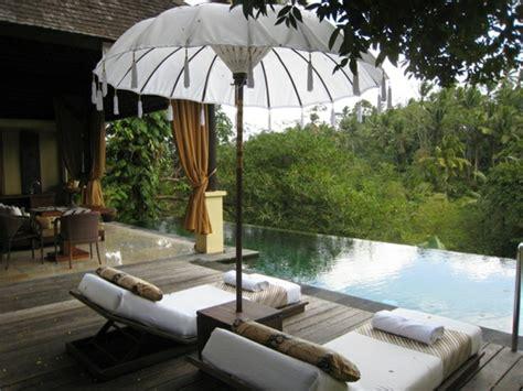 balkon liege balkon relax liege ideen behagliche erholungsecke gestalten