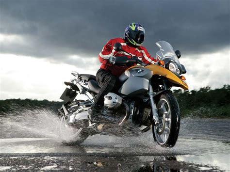 top tips  motorcycle riding   rain drivespark