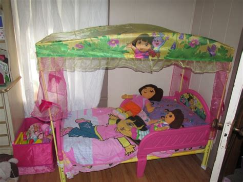 dora bedroom set dora the explorer toddler bedding set mygreenatl bunk