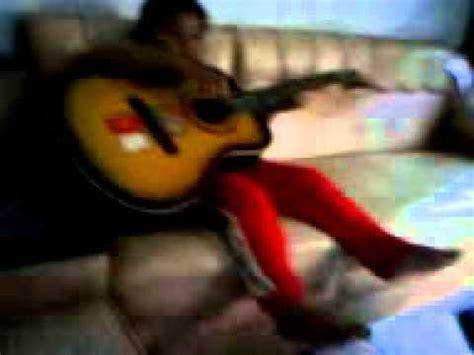 cara bermain gitar sambil bernyanyi anak kecil bermain gitar sambil bernyanyi youtube