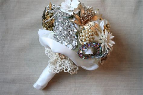 Wedding Bouquet Vintage Brooches by Diy Brooch Wedding Bouquet Made Of Vintage Family Brooches