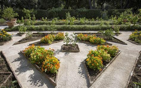 il giardino segreto roma nel giardino segreto di villa borghese sky arte sky