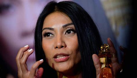 Parfum Anggun Grace reaksi anggun saat netizen meributkan kewarganegaraannya