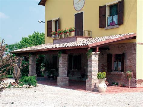 tettoie in muratura porticato in legno porticati con colonne su misura e