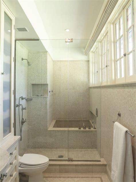 kleine weiße badezimmer ideen kleines bad wanne dusche kombintion glaswand t 252 r beige