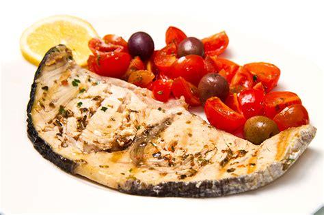 come si cucina il pesce spada al forno ricetta pesce spada al forno le ricette di fidelity cucina