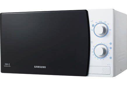 Microwave Samsung Me711k samsung me711k mikroaaltouuni p 246 yt 228 valaisin viktor 53 cm mattakromi omaankotiin