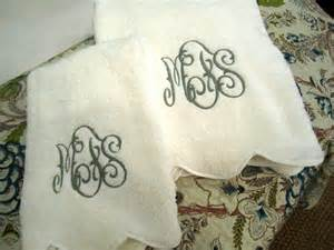 cool bath towels monogrammed guest towels homesfeed