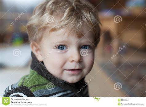 Imagenes De Niños Ojos Azules | beb 233 adorable con los ojos azules y los pelos rubios
