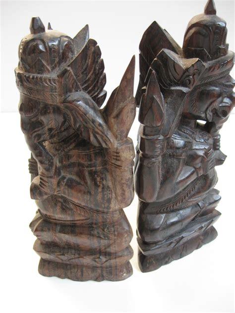 balinees houtsnijwerk  landzicht houtsberg
