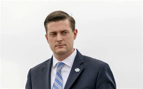 white house aide white house staff secretary rob porter resigned after physical abuse allegation from wives