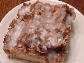 zimtrollen kuchen housewifery cinnamon roll cake