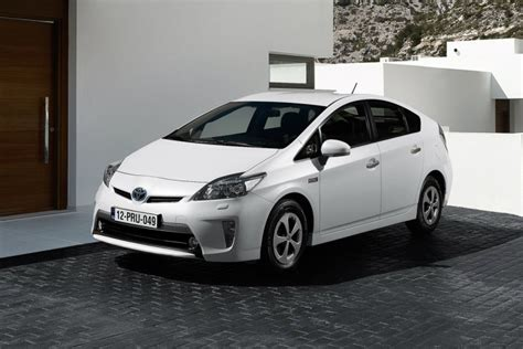how many per gallon does a toyota corolla get toyota prius how many per gallon autos post