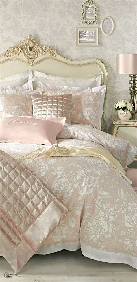 Shabby Chic Headboard 42 Feminine Headboards That Create An Ambience In A Bedroom Digsdigs