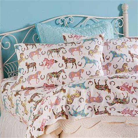 comforters with horses on them 25 best ideas about horse themed bedrooms on pinterest