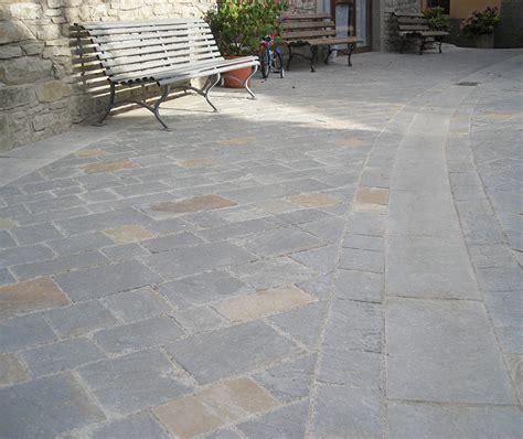 piastrelle in pietra pavimenti e cordonati in pietra