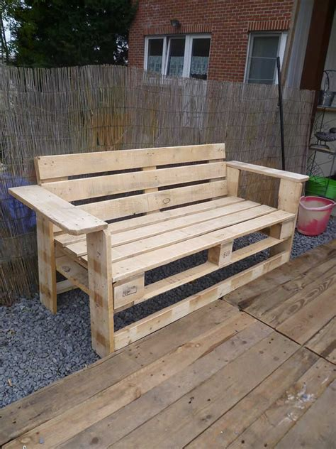 bench made out of pallets 25 best ideas about pallet benches on pinterest pallet