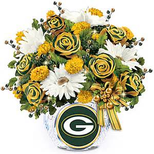 White And Green Flower Centerpieces - great gift ideas table centerpieces