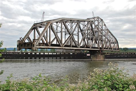 File Bnsf Bridge 9 6 Swing Span Turning Jpg Wikimedia
