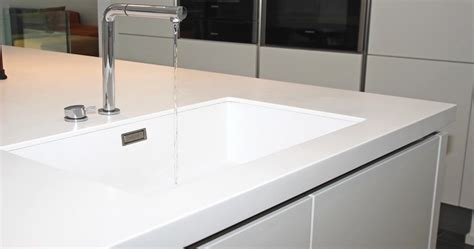 encimera de corian trucos para limpiar las encimeras de corian en la cocina