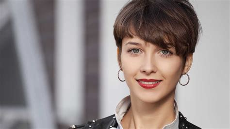 hairstyles ladies home journal what to know about getting a pixie haircut l or 233 al paris
