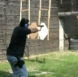 comprare una pistola senza porto d armi l italia della violenza a mano armata