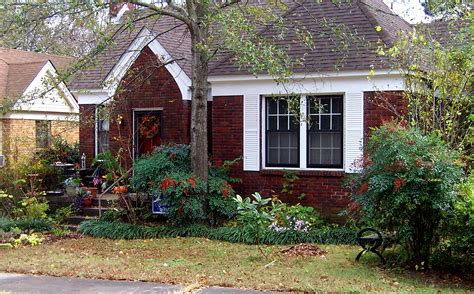 bill clinton home file hillaryrodhambillclintonlittlerockhouse1adjusted jpg wikimedia commons