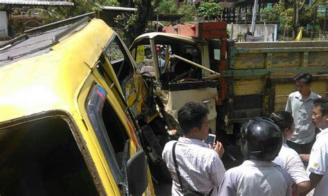 Kas Rem Belakang Carry 10 Indoparts diduga rem blong truk hantam up dan angkot