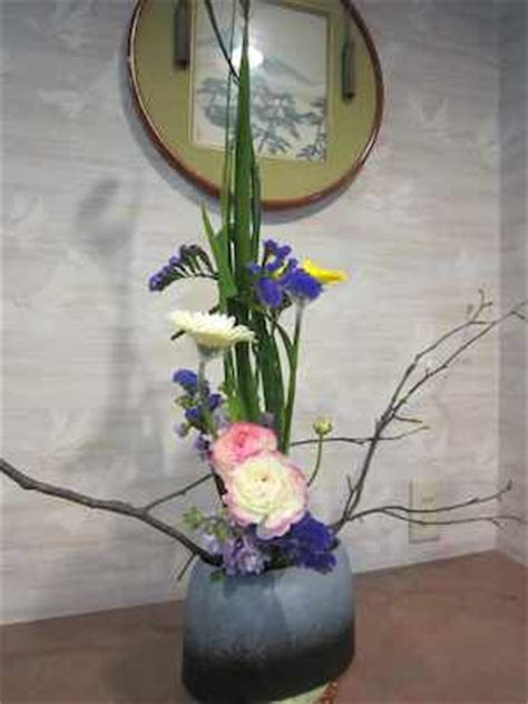 ryokan shibaya  kanazawa japanese style hostel japanese flower arrangement ikebana